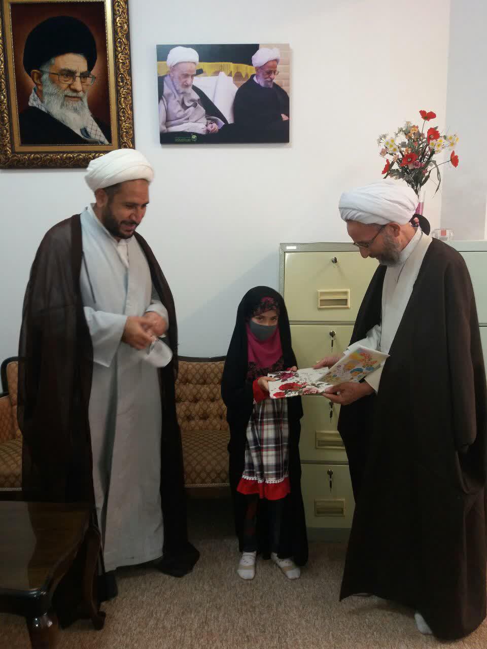 آیت الله محمود رجبی از کوچکترین نویسنده کشور با موضوع شهید سلیمانی تجلیل کرد.